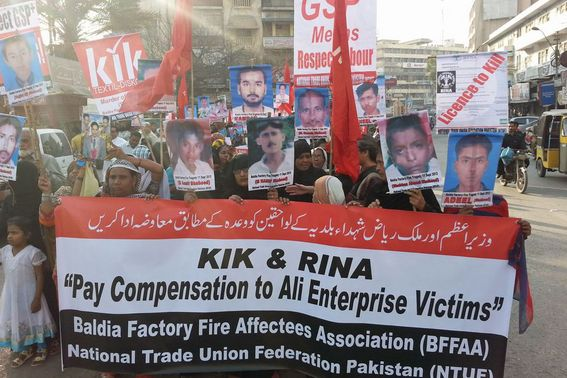 ArbeiterInnen demonstrieren in Karachi gegen KiK. Foto: medico international